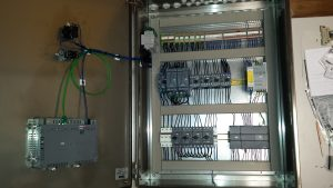 schakelkast met motorstarters, motorbeveiligingen, relais en PLC van Siemens voor een betrouwbaar en net geheel